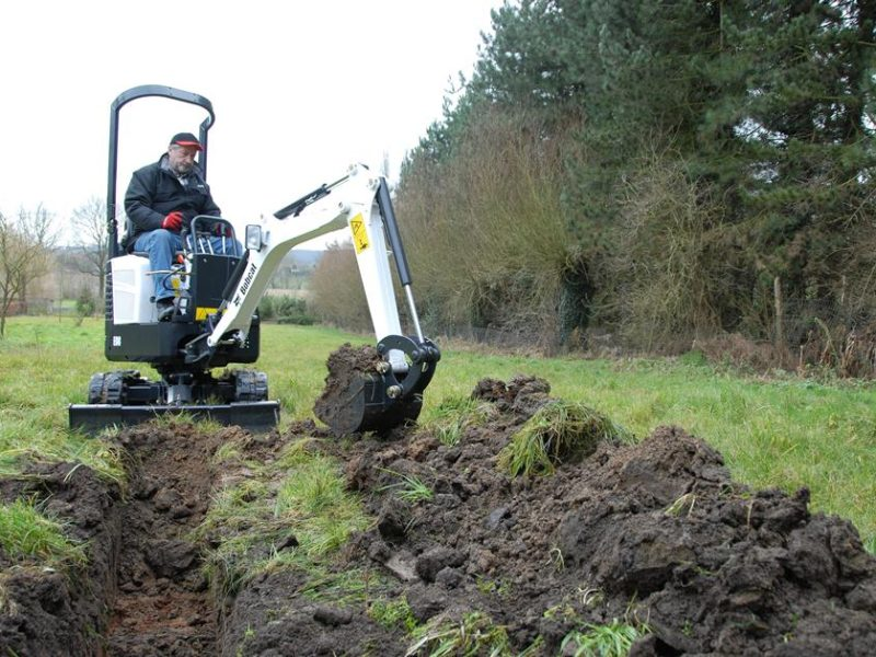 exc-e08-bucket-landscaping-109_mg_full