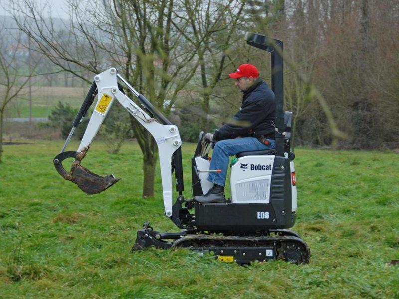 exc-e08-bucket-landscaping-210_mg_full