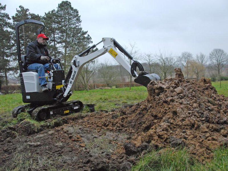 exc-e08-dichingbucket-landscaping-250_mg_full